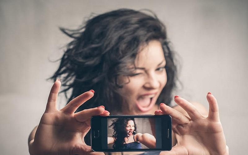 selfie chirurgia plastica exilim casio youplast